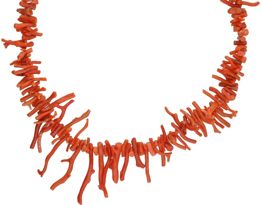 Antique necklace, with blood coral.