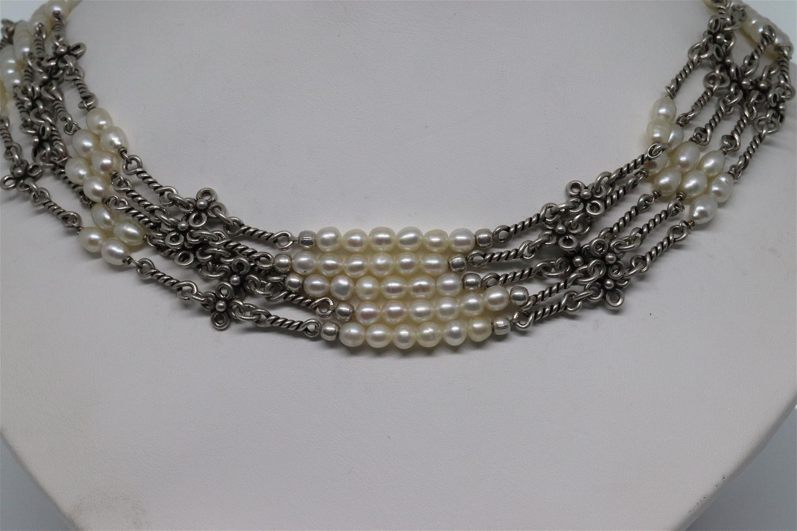 Ladies .925 Sterling silver pearl necklace