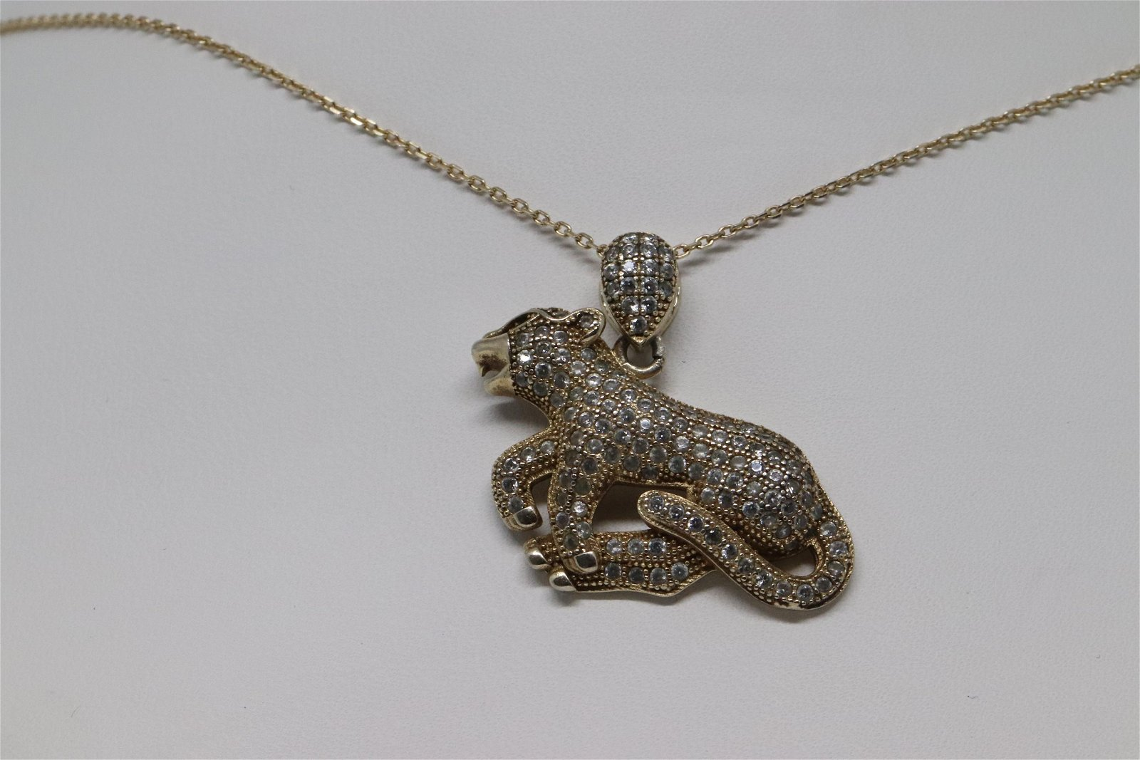 Ladies .925 silver necklace with a pendant of a Chetah