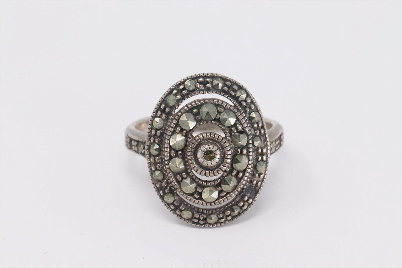 Ladies 925 Silver Ring.