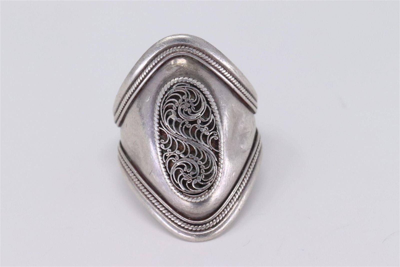 A Ladies Silver Ring Art Deco Design