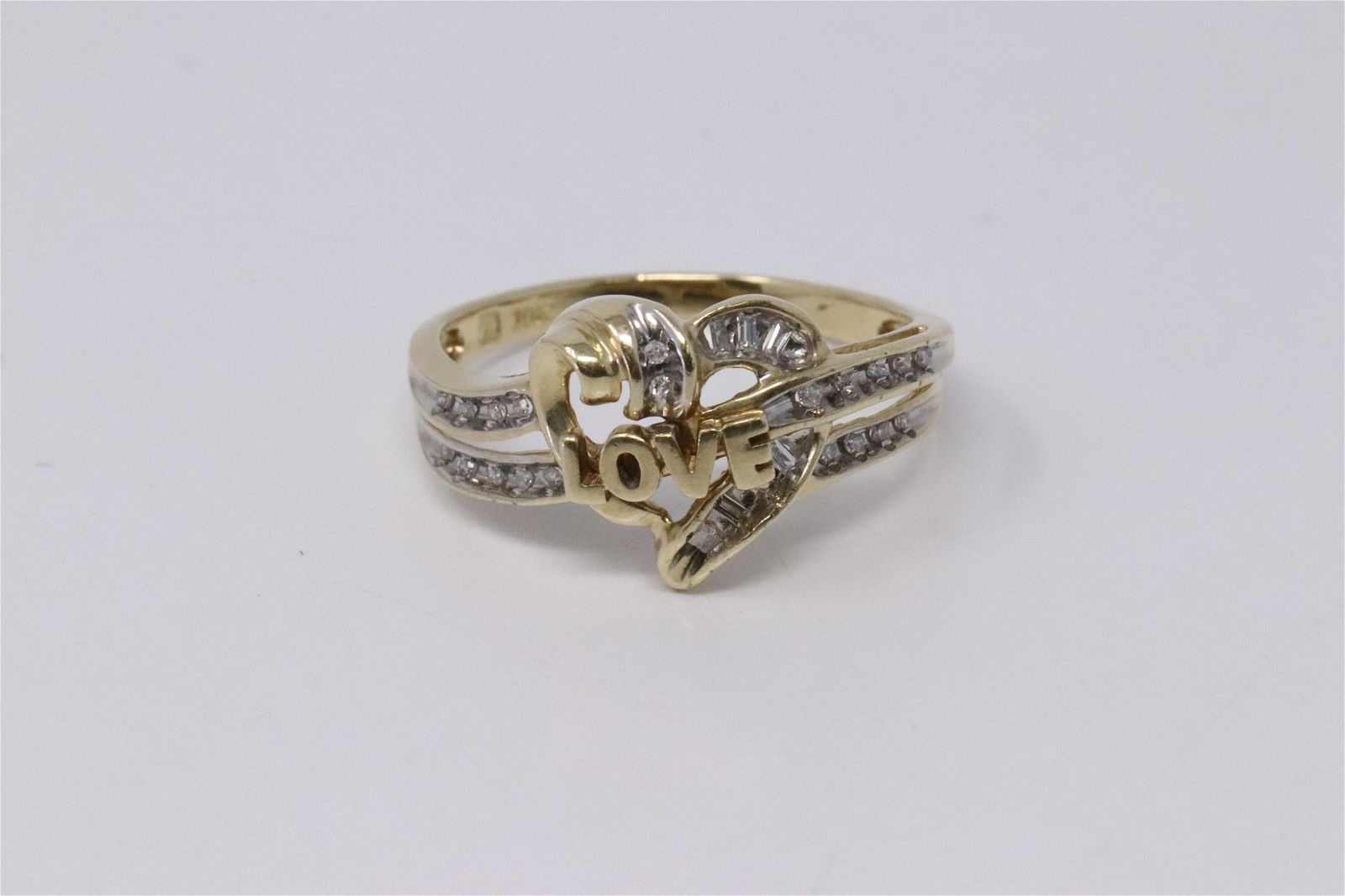 Ladies Diamond/Heart Ring