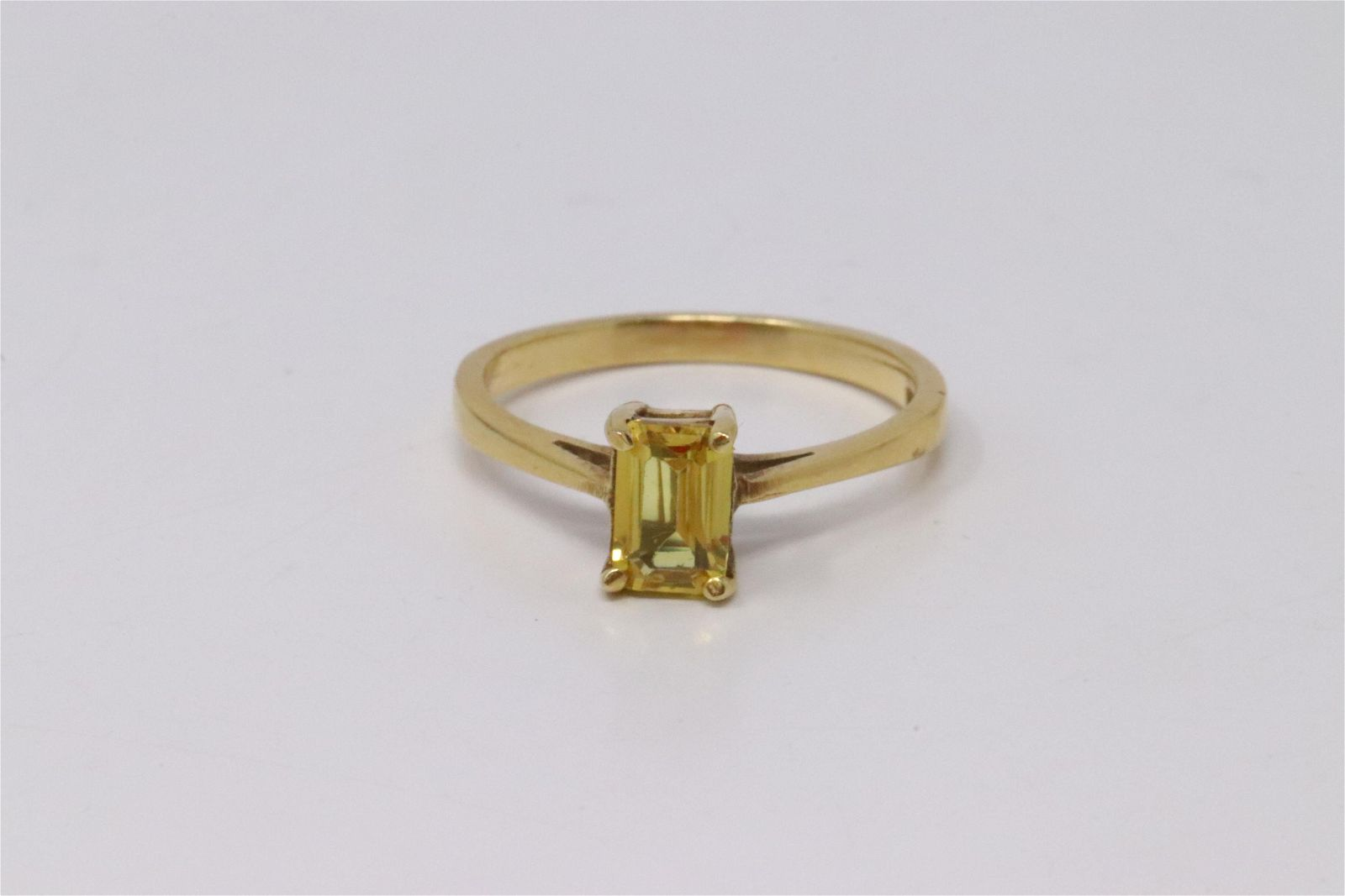 18Kt Yellow Gold Citrine Ring.