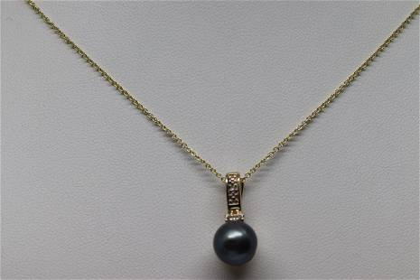 14k Diamond And Pearl Necklace.