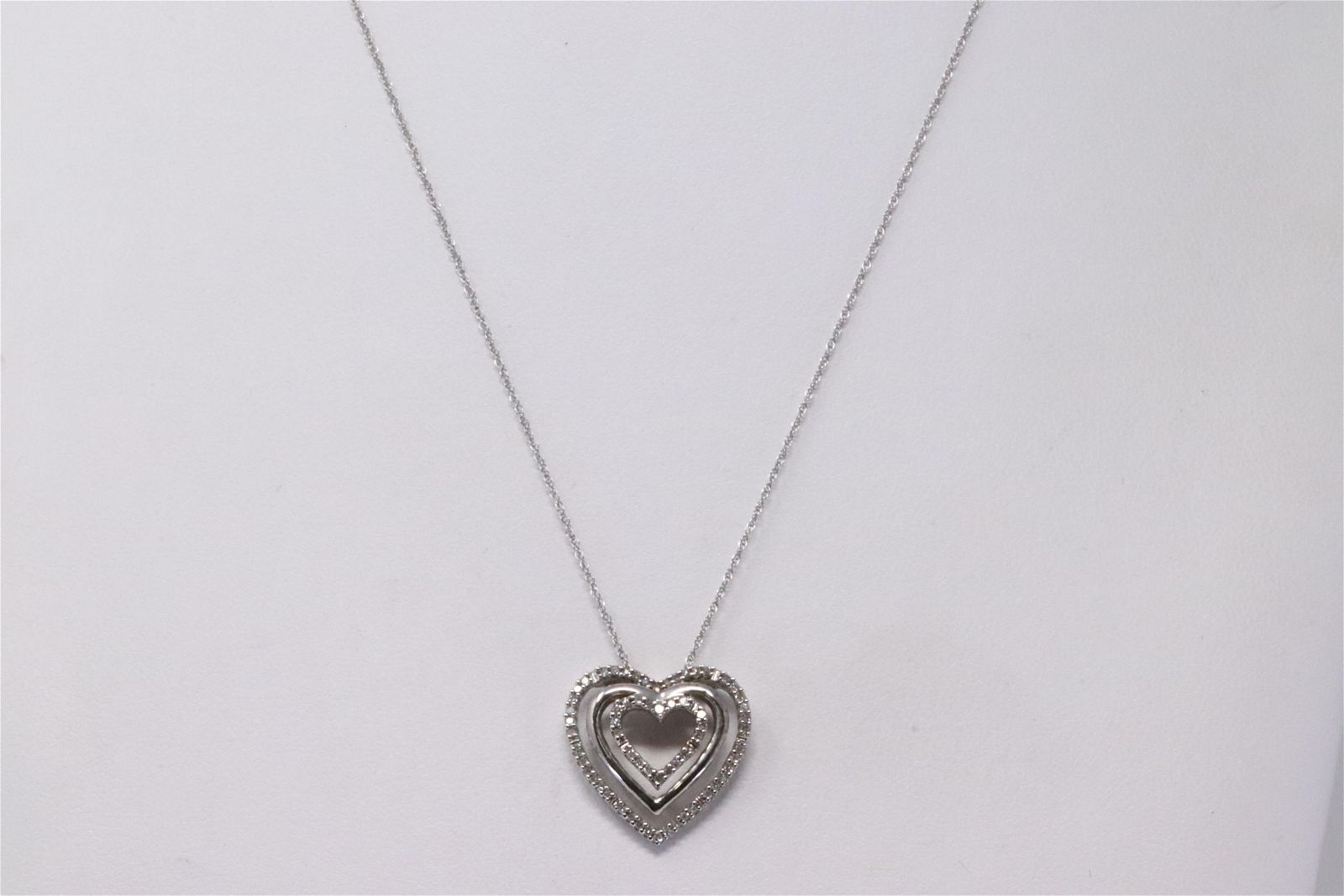 Ladies White Gold Diamond Heart Pendant
