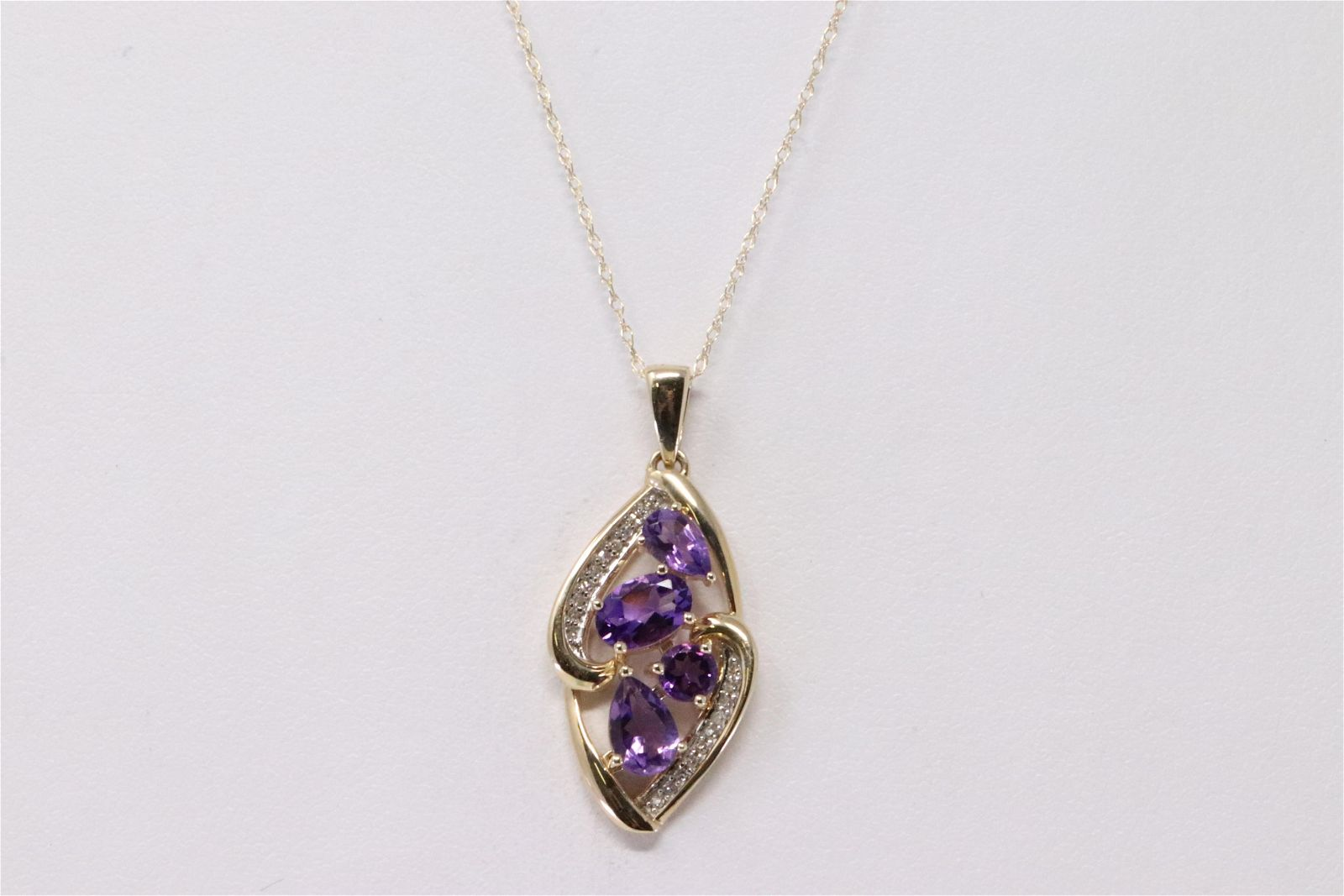 Ladies Diamonds/Amethyst Pendant