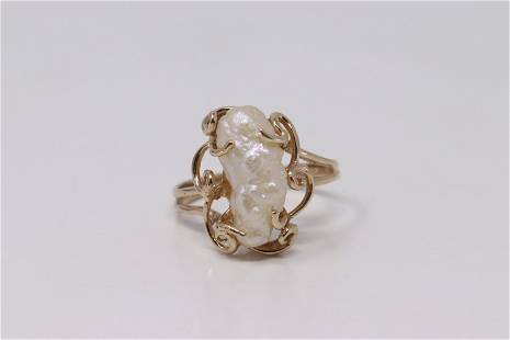 14Kt Yellow Gold Vintage Pearl Ring.