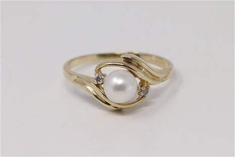 Yellow Gold Pearl Diamond Ring.