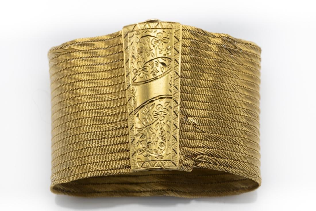 A 22k yellow gold bracelet