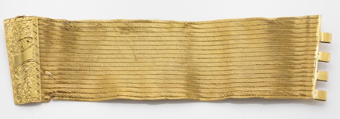 A 22k yellow gold bracelet - 2