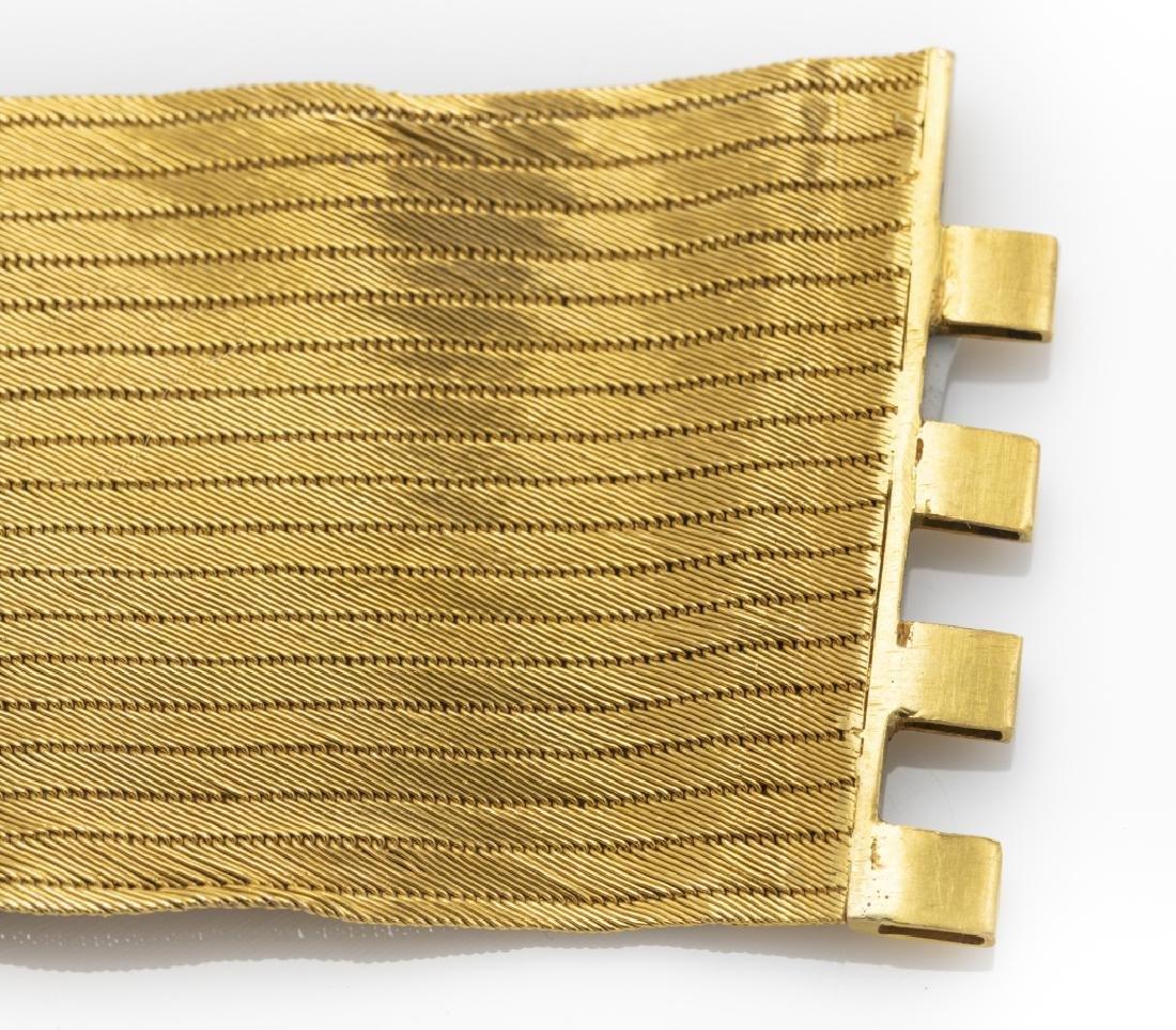 A 22k yellow gold bracelet - 4