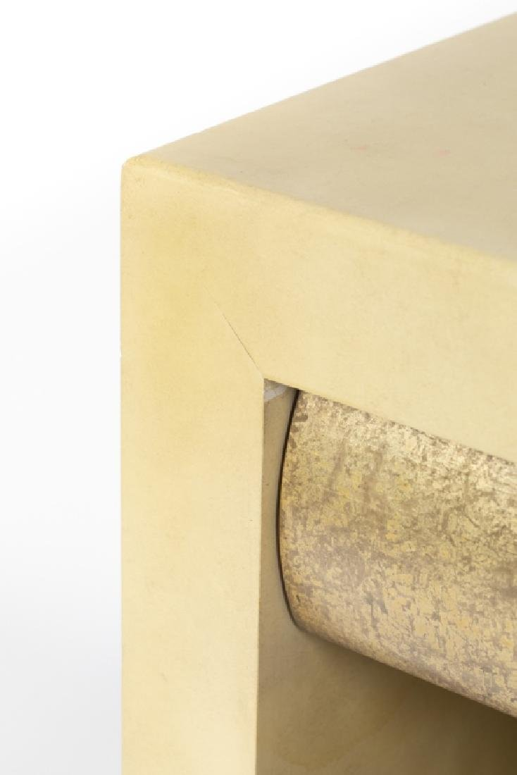 A pair of Contemporary lacquered nightstands - 2