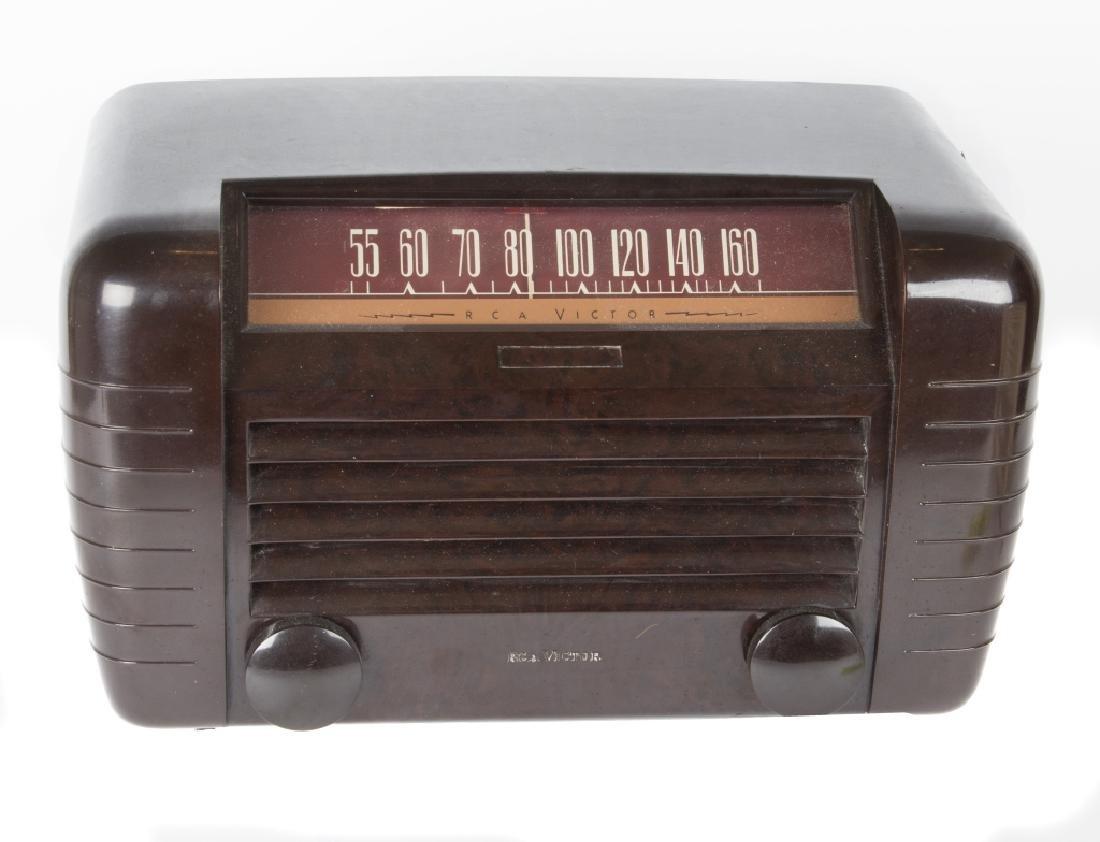 Six vintage Bakelite and Catalin radios - 2