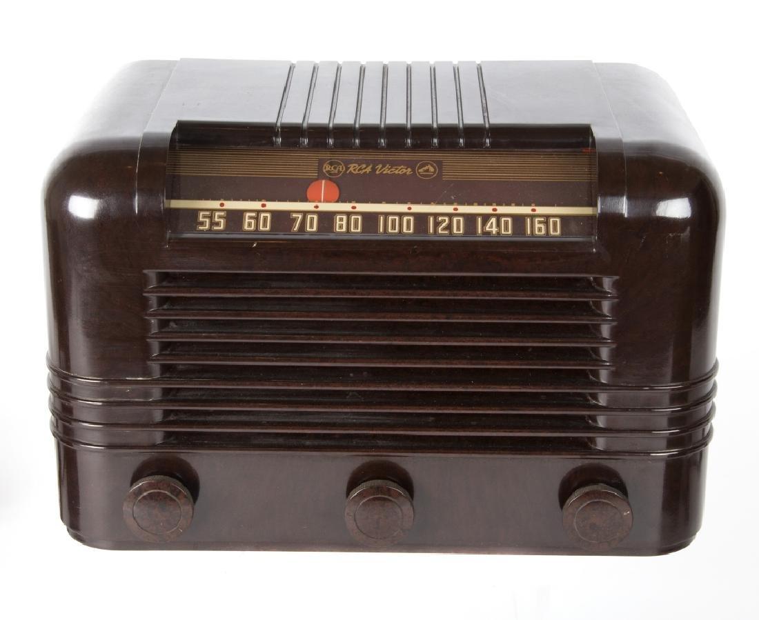 Six vintage Bakelite and Catalin radios - 3