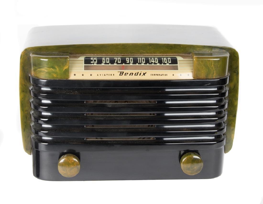 Six vintage Bakelite and Catalin radios - 4