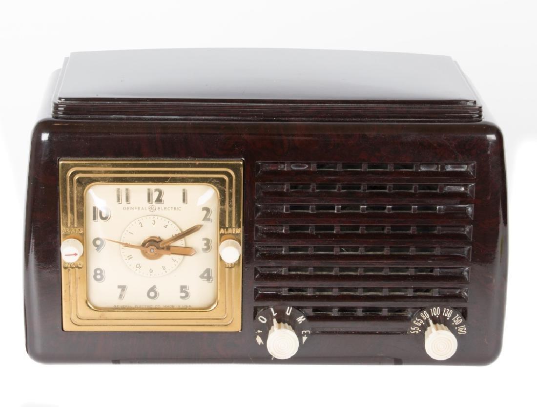 Six vintage Bakelite and Catalin radios - 5