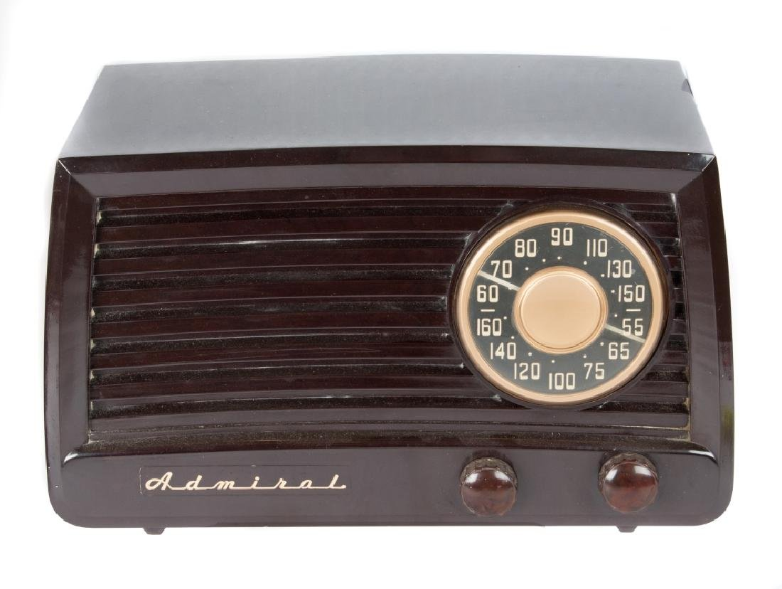 Six vintage Bakelite and Catalin radios - 6
