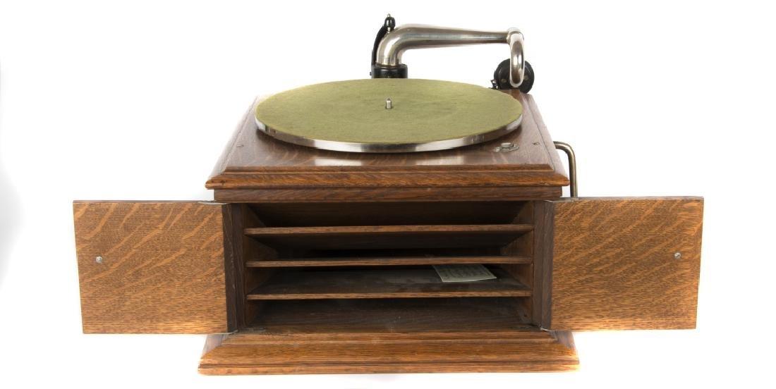 A Victor tabletop Victrola & Columbia Gramophone - 2