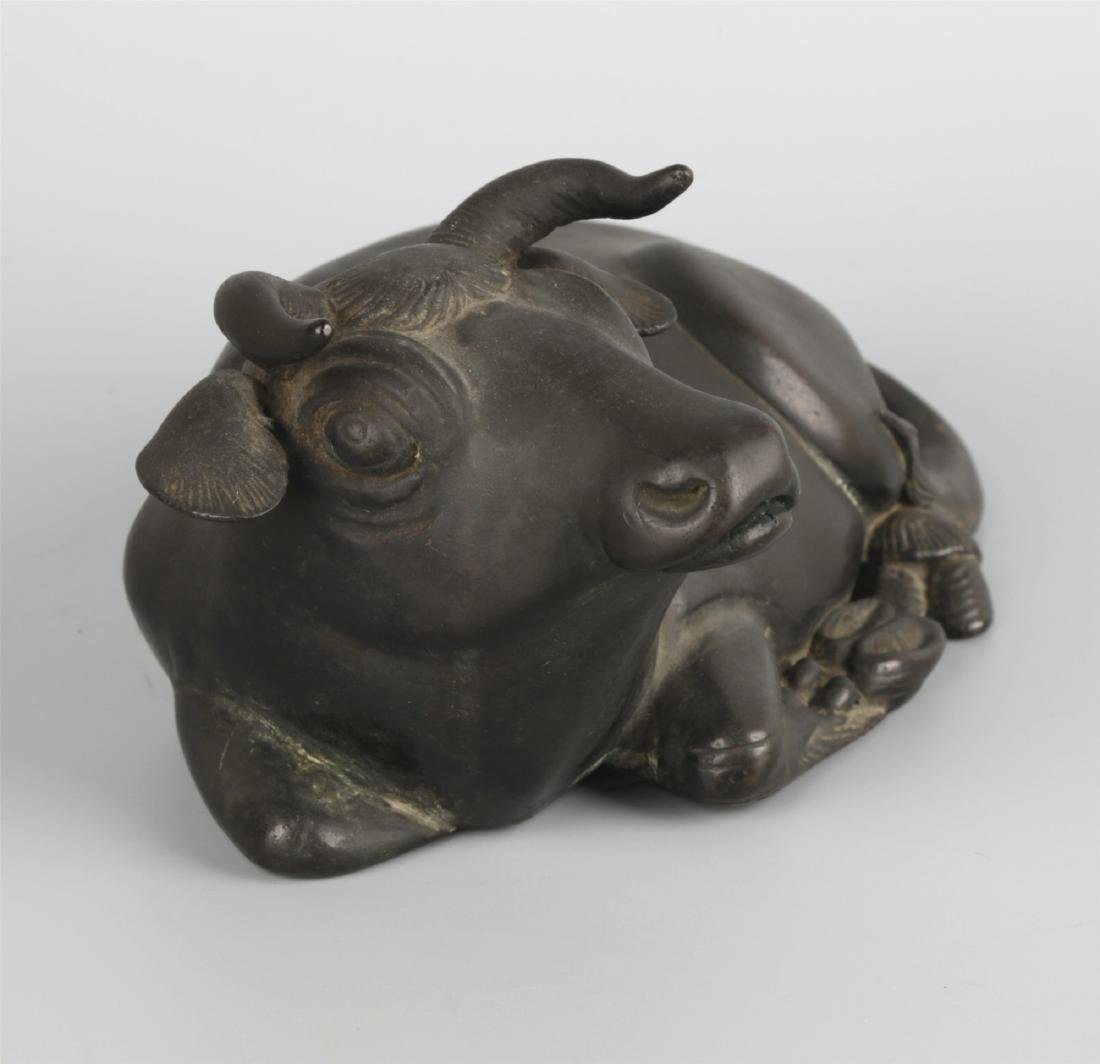 A BRONZE CATTLE PAPERWEIGHT - 3