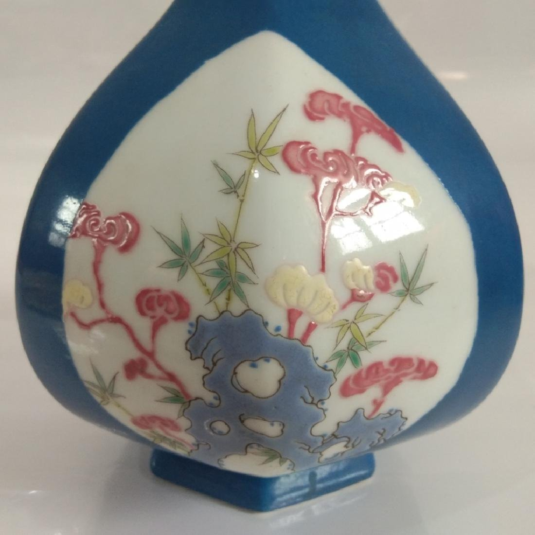 A BLUE GLAZED VASE WITH QIANLONG MARK - 3