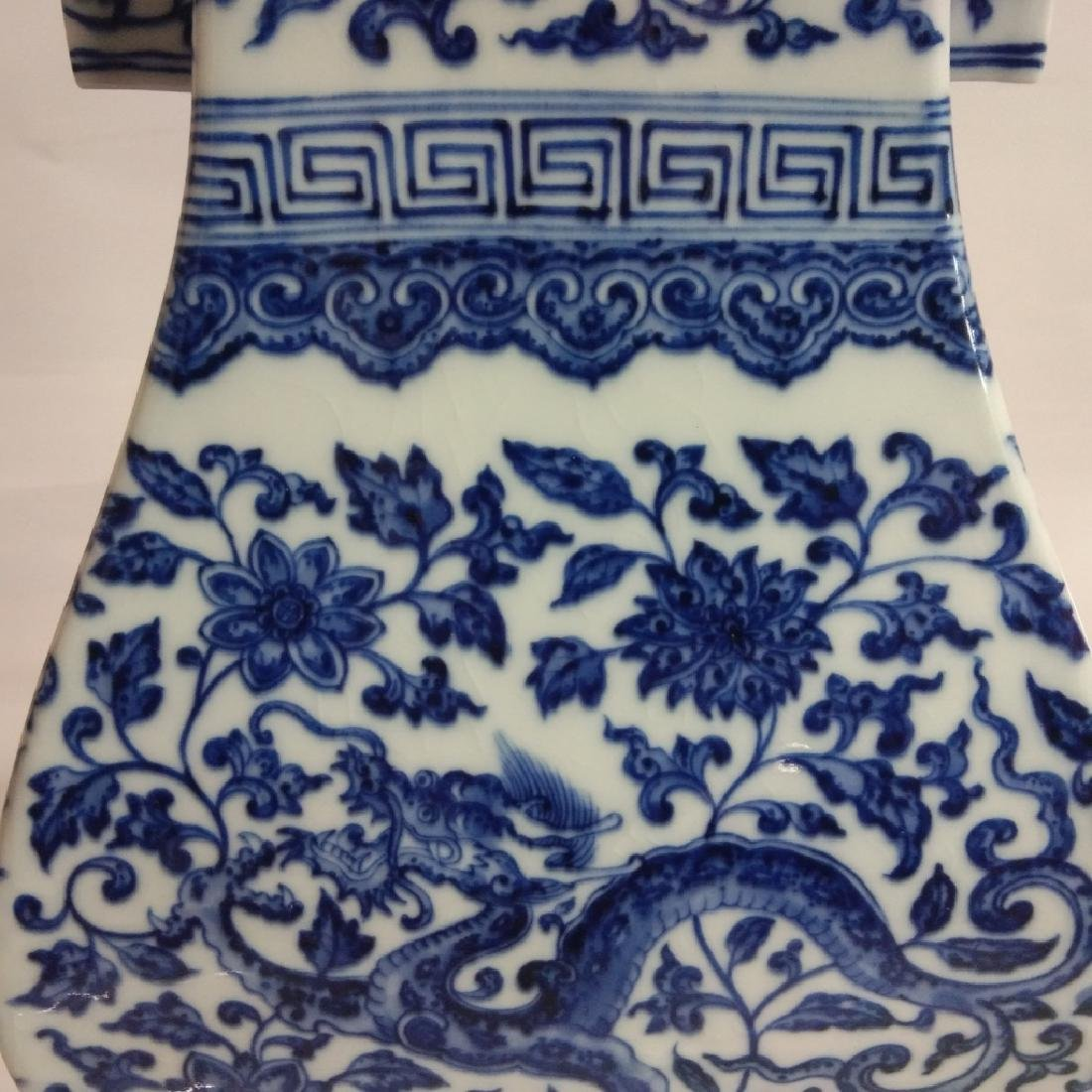 A BLUE AND WHITE VASE WITH QIANLONG MARK - 3