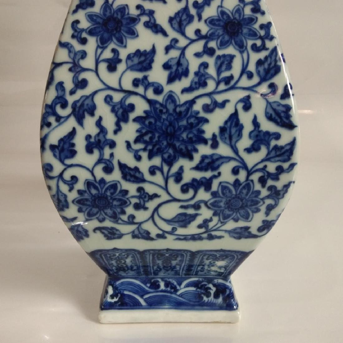 A BLUE AND WHITE VASE WITH QIANLONG MARK - 4