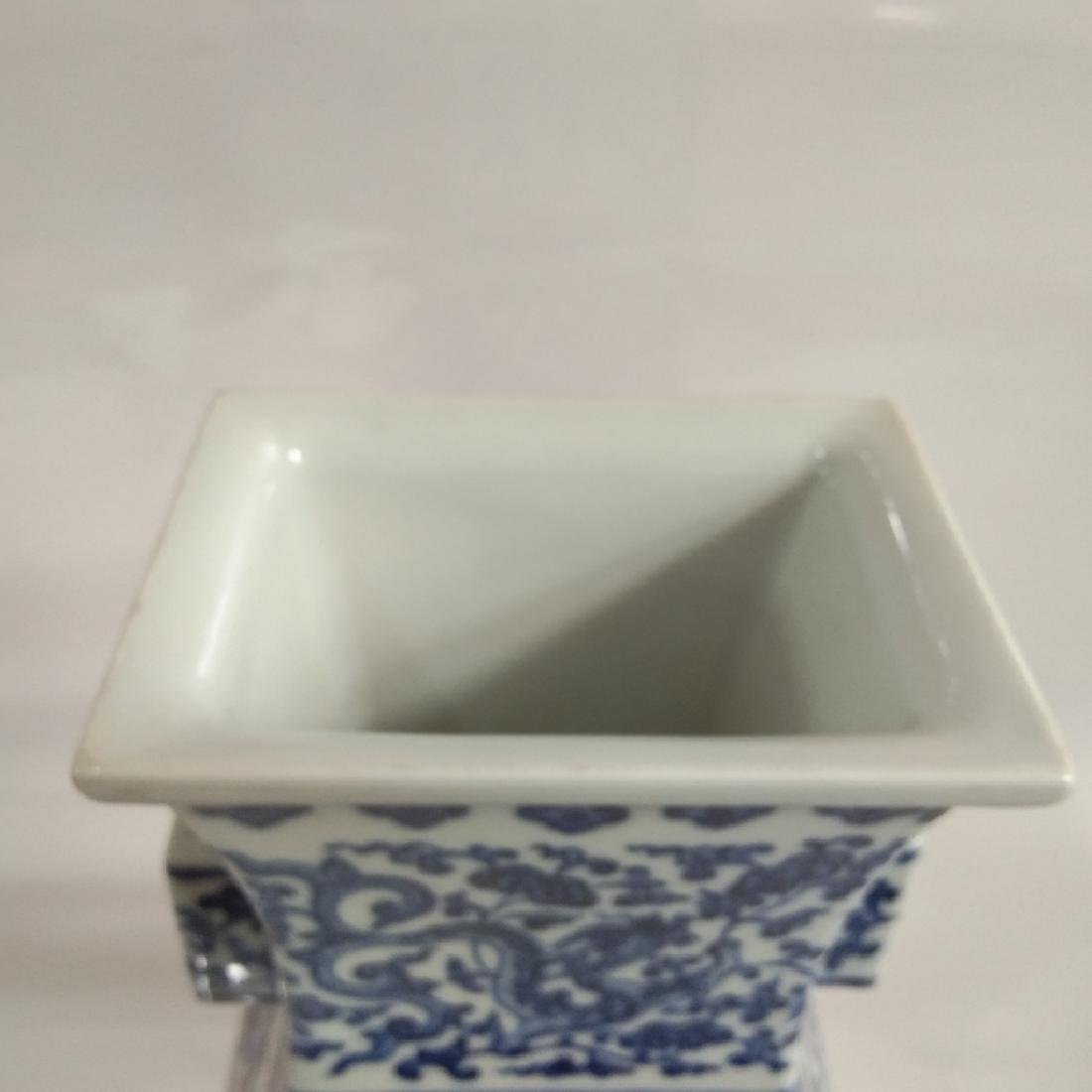 A BLUE AND WHITE VASE WITH QIANLONG MARK - 5