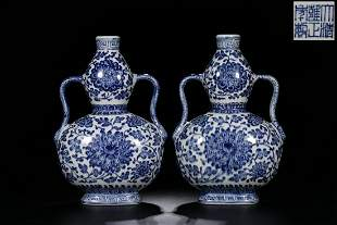 YONGZHENG MARK, PAIR OF CHINESE BLUE & WHITE GOURD VASE