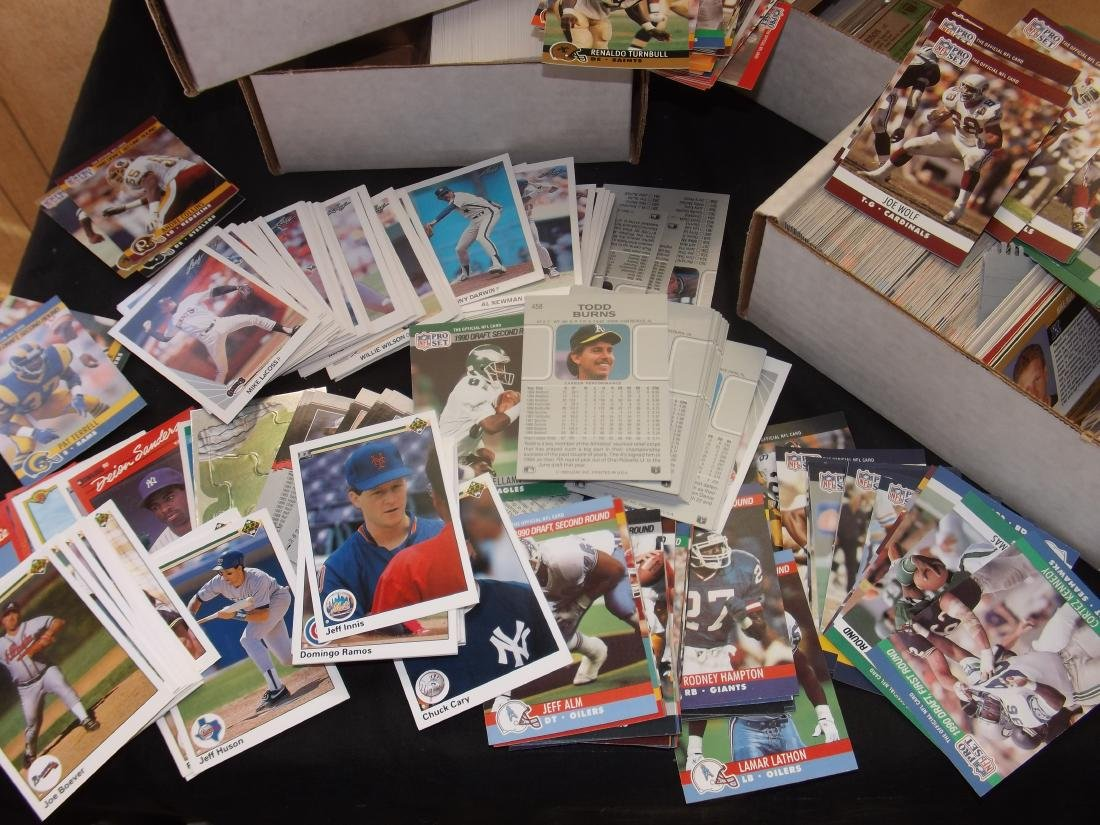 LARGE LOT OF VARIOUS SPORTS TRADING CARDS