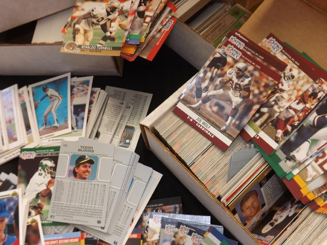 LARGE LOT OF VARIOUS SPORTS TRADING CARDS - 3