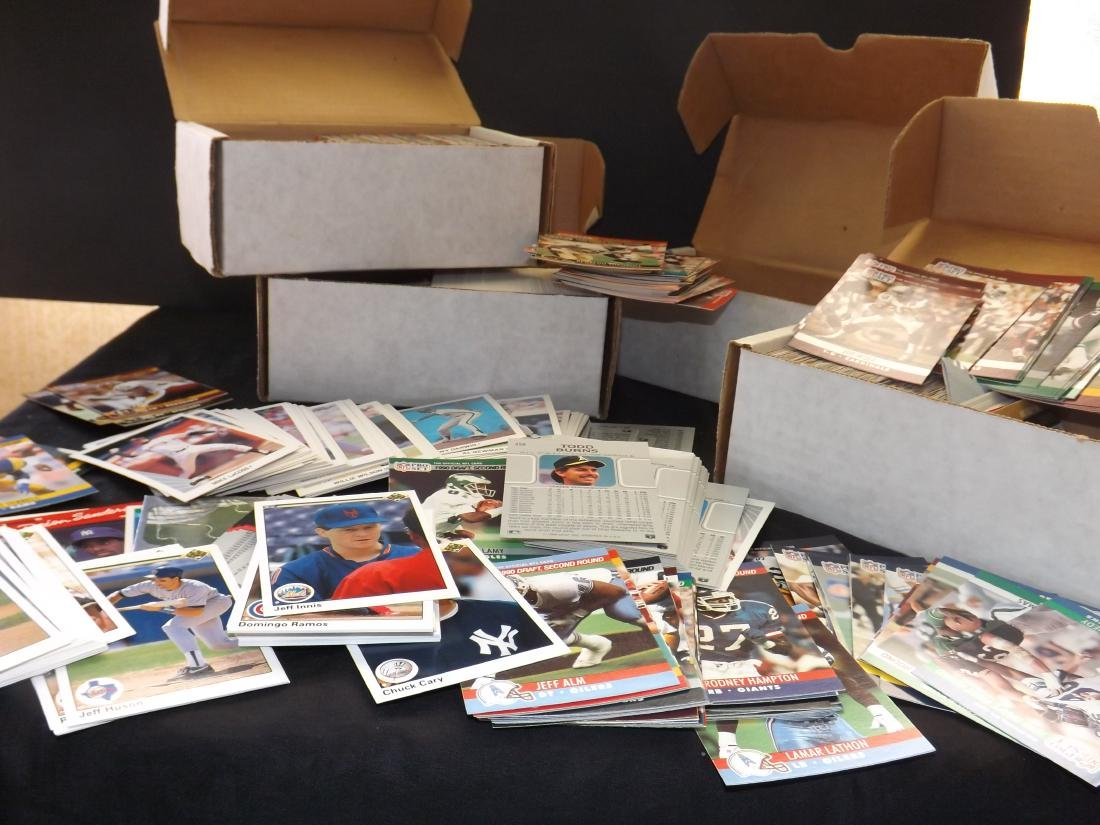 LARGE LOT OF VARIOUS SPORTS TRADING CARDS - 4