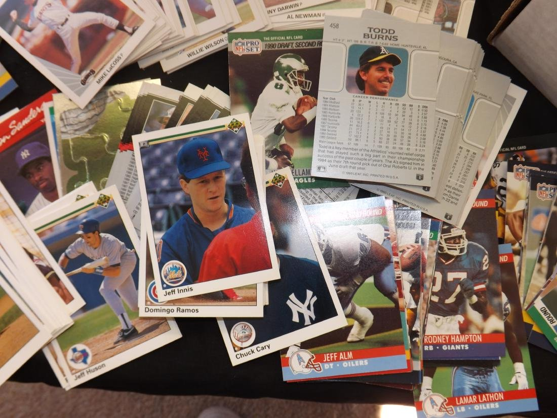 LARGE LOT OF VARIOUS SPORTS TRADING CARDS - 5