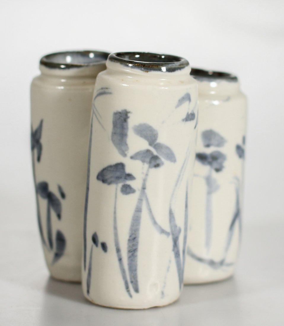 A Korean porcelain triple coupe / vase Yi Dynasty - 2