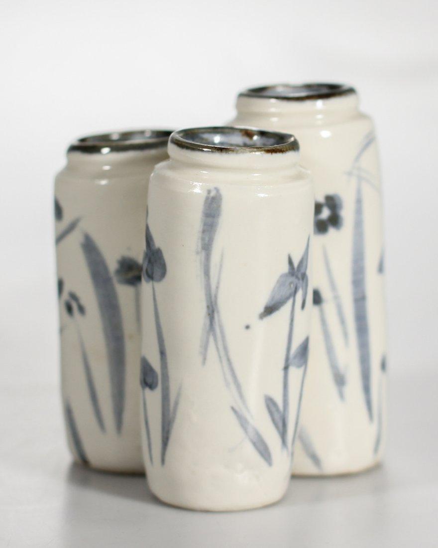 A Korean porcelain triple coupe / vase Yi Dynasty - 3
