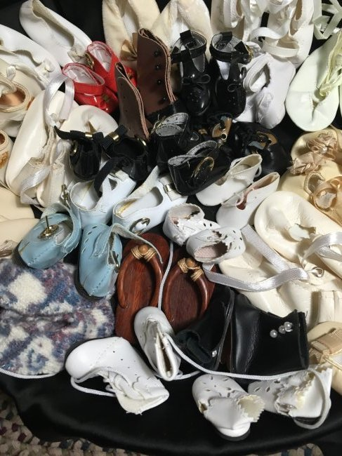 Great Lot of Vintage Doll Shoes 30 Pairs - 4