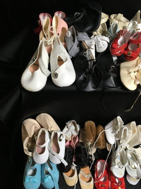 Lot of 30 Pairs of Vintage Doll Shoes. - 2