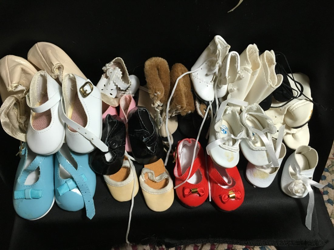Lot of 30 Pairs of Vintage Doll Shoes. - 3