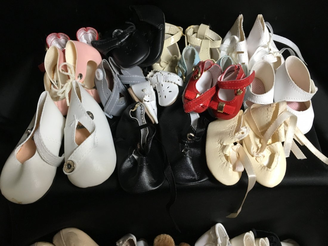 Lot of 30 Pairs of Vintage Doll Shoes. - 4