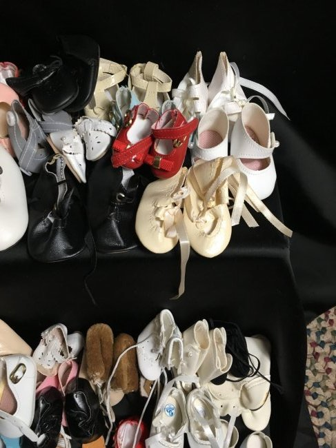 Lot of 30 Pairs of Vintage Doll Shoes. - 5