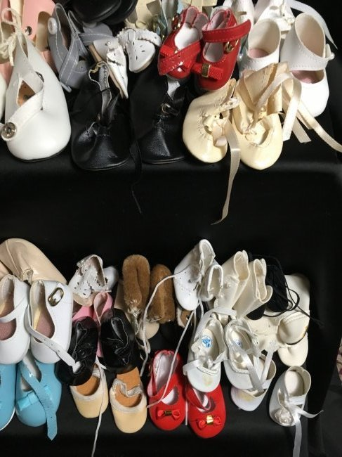 Lot of 30 Pairs of Vintage Doll Shoes. - 6