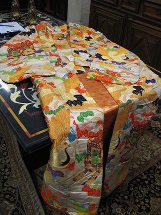 0671: A JAPANESE SILK WEDDING KIMONO elaborately  embro