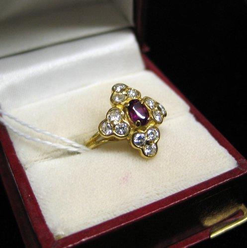 612: RUBY, DIAMOND AND EIGHTEEN KARAT GOLD RING.  Twelv