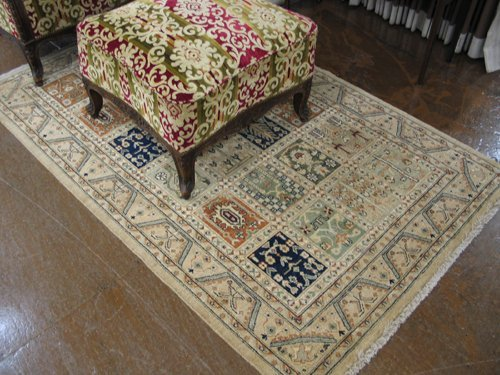 616: HAND KNOTTED ORIENTAL AREA RUG, repeating panel  d