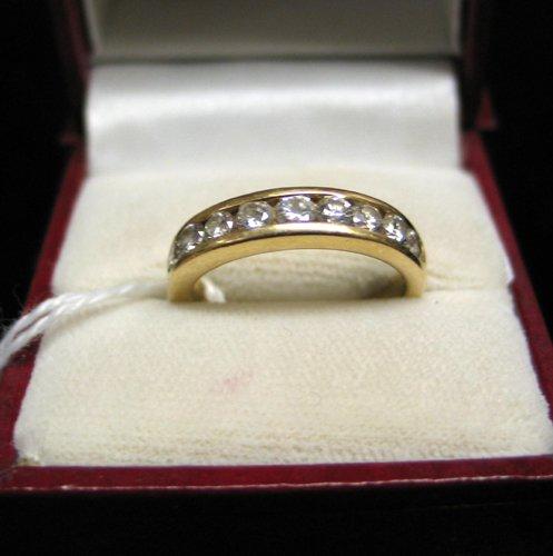 625: DIAMOND AND FOURTEEN KARAT GOLD RING, with ten  ro
