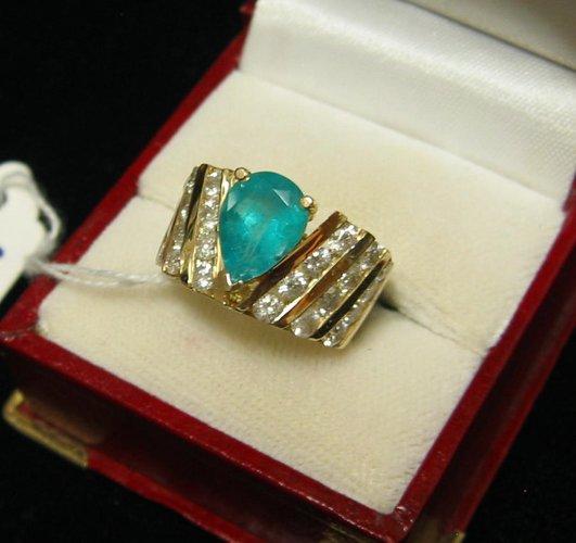 625: EMERALD, DIAMOND AND FOURTEEN KARAT GOLD RING  WIT