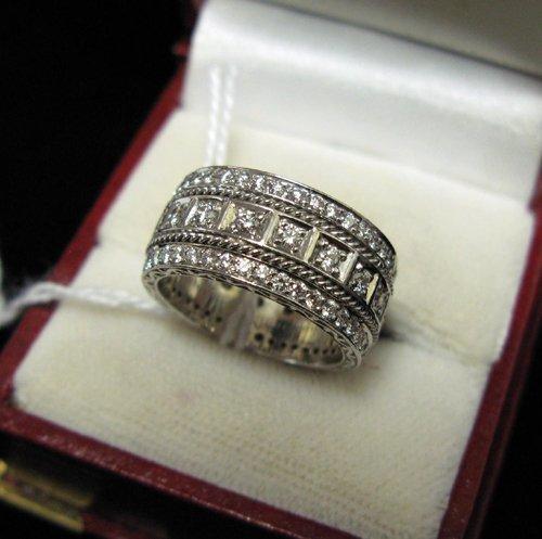 1018: DIAMOND AND EIGHTEEN KARAT WHITE GOLD BAND, the