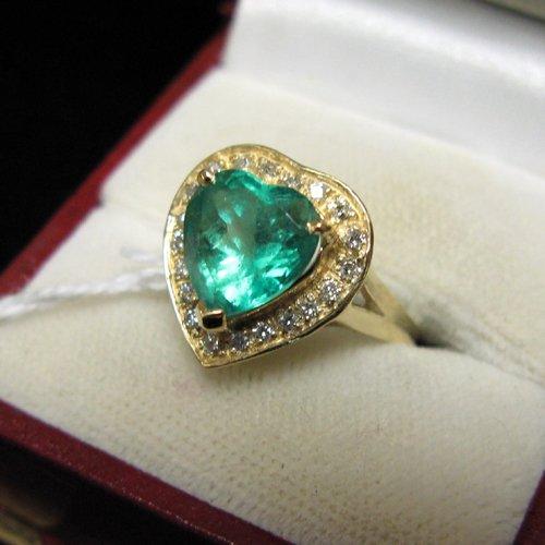 1022: AN EMERALD, DIAMOND AND FOURTEEN KARAT GOLD HEART