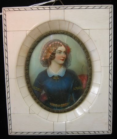 14: MINIATURE OVAL OIL PAINTING.  Portrait of a beautif