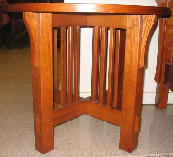 97: A PAIR OF ARTS & CRAFTS STYLE OAK LAMP TABLES,  Bas