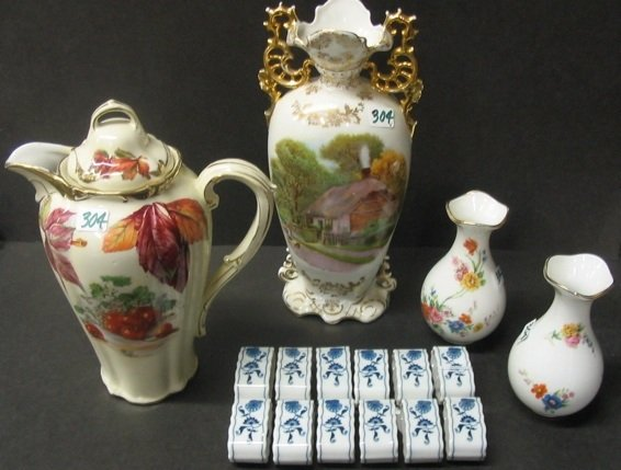 304: A GROUP OF 16 CONTINENTAL PORCELAINS, including  a